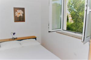 Apartments Vrtlici Apartment A2 room with double bed